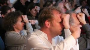 """Spielerisch erfahren die Gäste einen Zugang zur Hör- und Sehforschung beim """"Science Jam Nr. 1: ein bunter Abend mit Hör- und Sehforschern"""""""