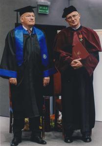 Professor Kirste mit seinem polnischen Kollegen Professor Darius Patrzalek bei der verleihung des Ehrendoktortitels.