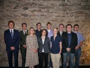 Die Referenten zusammen mit dem Präsidenten des Alumniclubs Freiburg Ekkehart Meroth (8.v.l.), der designierten Prorektorin Gisela Riescher (3.v.l), dem Direktor des SuG Ralf Poscher (2.v.l.) und dem wissenschaftlichen Geschäftsführer Martin Hochhuth  (1.v.l.)