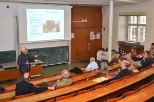 Prof. Dr. Gehrke informiert die Alumni über die Möglickeiten des University College Freiburg. Quelle: Alumni Freiburg