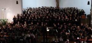 Der Uni-Chor und das Freiburger Sinfonische Studenten-Orchester bei ihrem gemeinsamen Konzert. (Foto: FSSO)