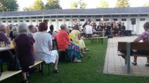 Zum Konzert der Uni BigBand waren die Alumni ins Freiburger Lorettobad eingeladen. (Foto: Edzard Traumann)