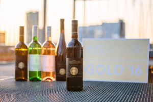Die von der Austrian Wine Challenge goldprämierten Weine des Universitätsweinguts. [Foto: Sandra Meyndt]
