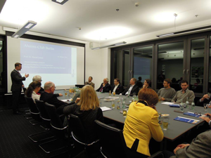 Mitglieder des Alumni Freiburg e.V. Berlin mit Prof. Leese (Foto: Privat)