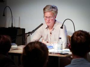 Alumna Silke Engel während der Lesung ihrer Dissertation. (Foto: privat)